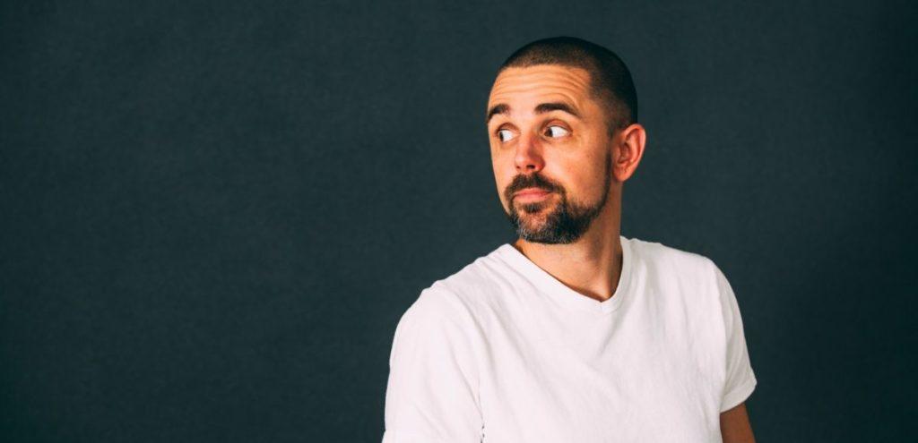 Profiles: Wouter Monden – Één microfoon en een hoge dosis humor